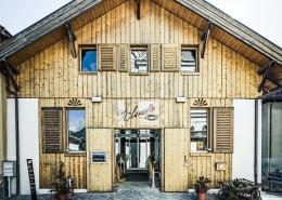 Umbau Stall in Geschäftshaus / AHA-Mode in Rhäzüns